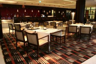 Restauracia Fusion, Crowne Plaza, este ju trosku vyzdobime a bude to paradicka:o)
