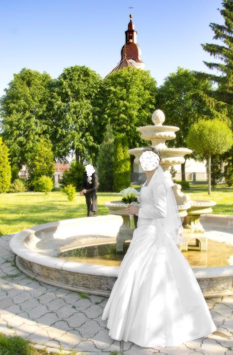 Svadobne saty - Predam biele svadobne šaty velkosť 38-40 k tomu zavoj,bolerko a kruh.V pripade zaujmu su k tomu aj topanky velkosť 35 a bižuteria.Cena za všetko 300 eur + dohoda