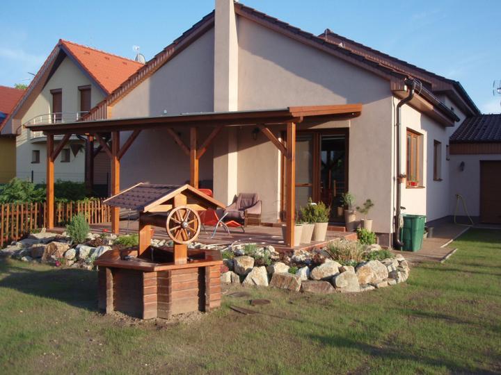 Nas dom - postupne - Zadny pohlad po upravach, uz aj s prekrytou terasou