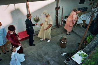 to si můj budoucí manžel přišel pro mne...a vyskočila na něj tahle falešna nevěsta,mimochodem,je to můj bratr Papa.