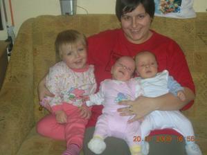 maminka a neše děti
