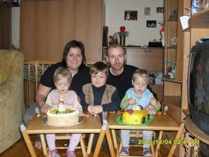 naše rodinka:prosinec 2010,na oslavě 2 roku dvojčátek