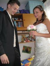Poprvé mě viděl ženich a předal mi kytičku