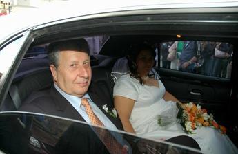S tatínkem v autíčku před radnicí