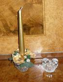 2 sklenné svietničky + zlatá výzdoba,