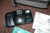 20-ročný fotoaparát Canon s púzdrom aj manuálom,