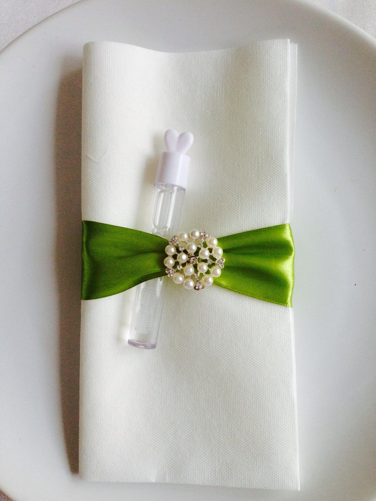 Dekorační aplikace - brož dekorační - inspirace - ...více na Svatební doplňky s.r.o.