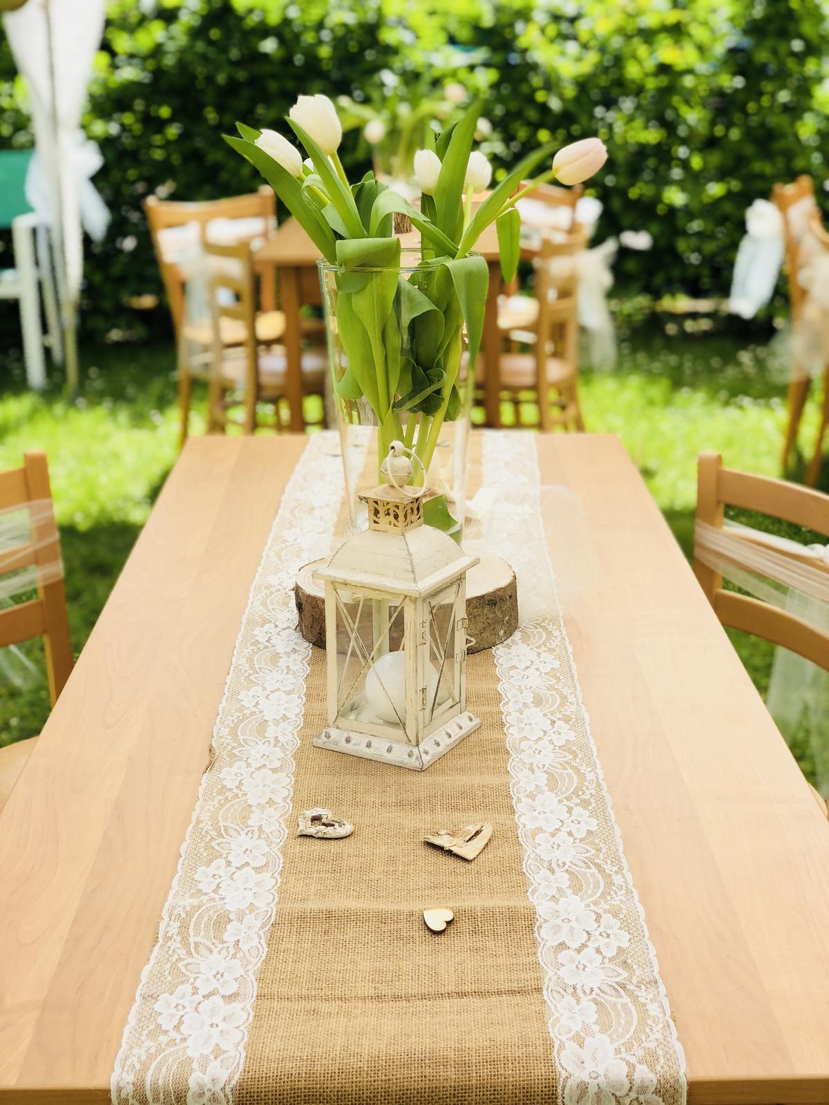 Juta, krajka, provázky, tabulky a dekorace - Svatební doplňky s.r.o.