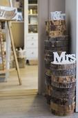 Dřevěná kulatina pod vázu a dekorace,