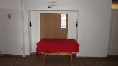 před - chodba před vstupem na sál