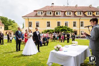 splnil se mi sen, mít svatbu venku :-)