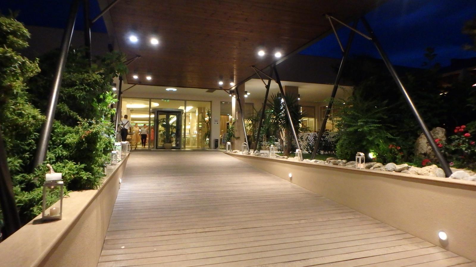 Eliška{{_AND_}}Martin - svatební cesta Řecko - náš hotel večer