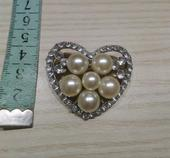 Brošňa s perlami,