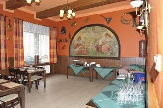 Nebo salonek v restauraci Na Ledárnách Praha 4 tam ale nevaří to co bych si představovala ale ceny velmi přijatelné.