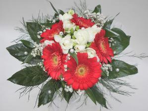 a gerberama které mám ráda dvě nejoblíbenější květiny