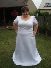 Tyhle šaty jsem zkoušela v rodiném salonku v Ďáblicích paní velice milá ochotná super. Šatičky jednoduché ale bylo v nich opravdu vedro.