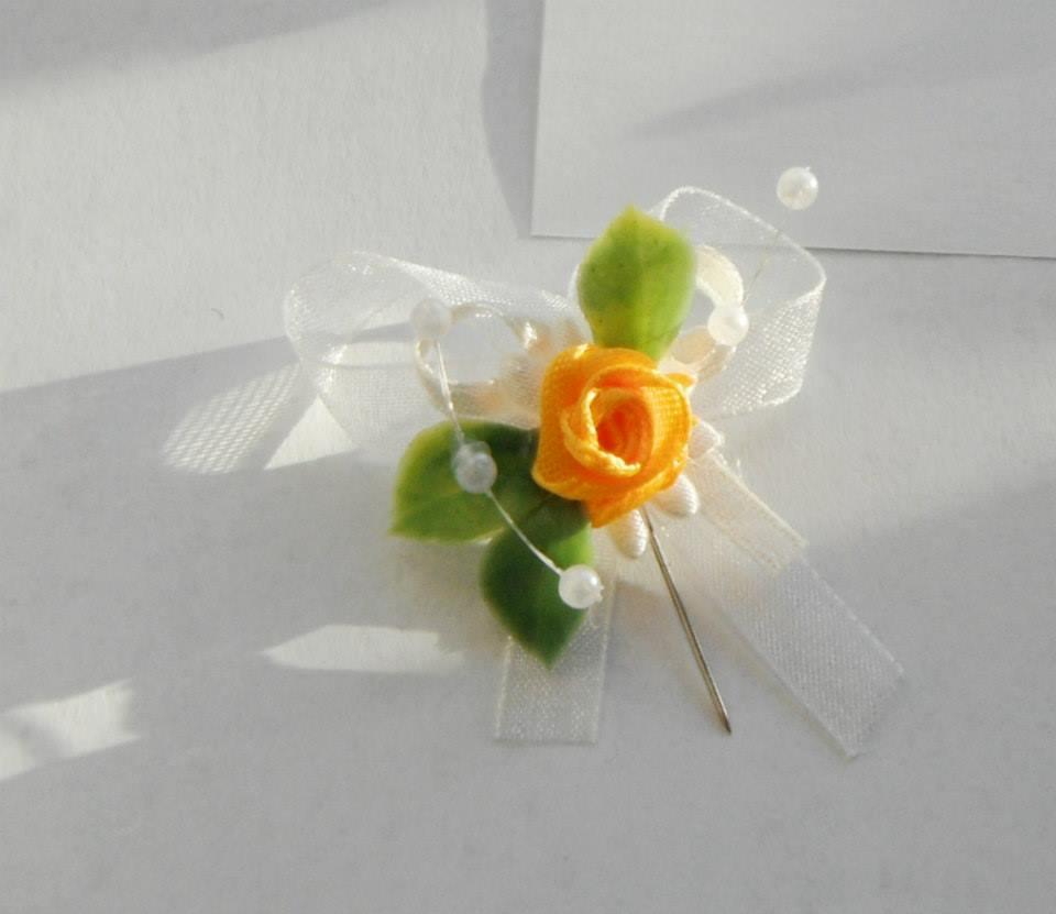 Svatební vývazky - s růžičkou - žlutá varianta 11Kč/ks
