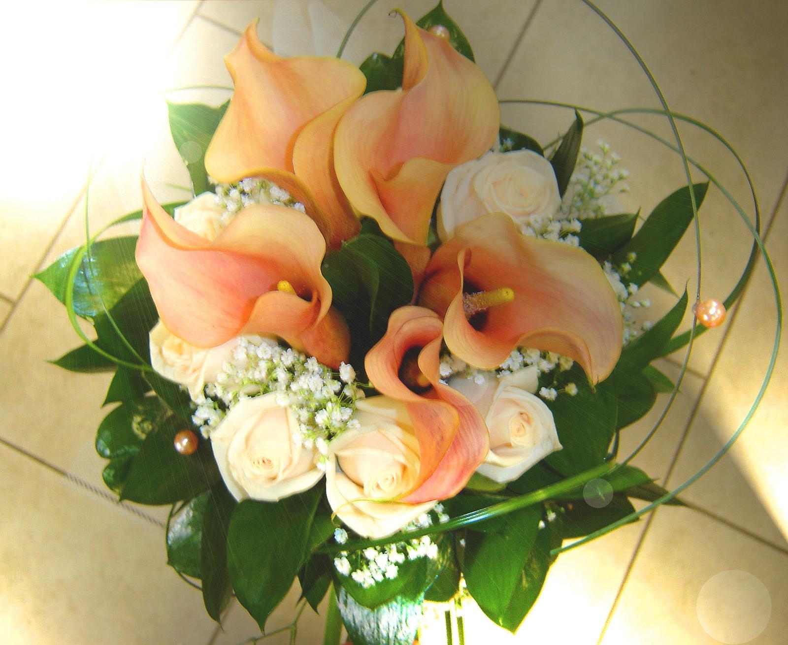 Svatební kytice - kaly a růže