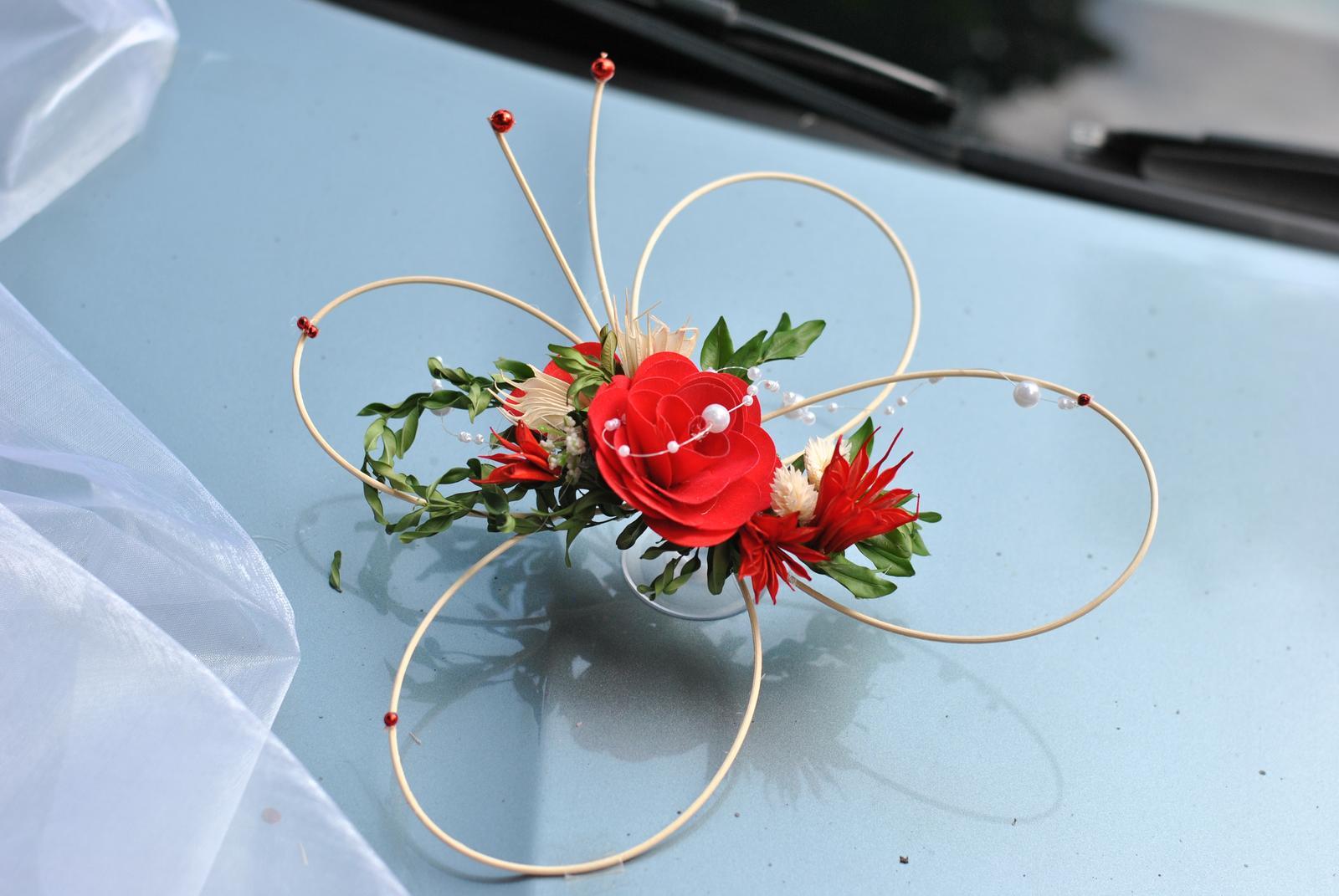 Dekorace na auto- motýlí autokorsáž - motýlek