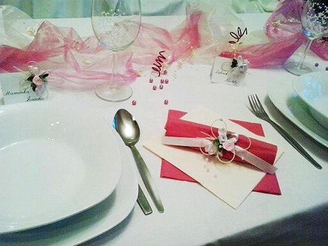 Sada k dekoraci svatebního stolu- malinová motýlí - Obrázek č. 2