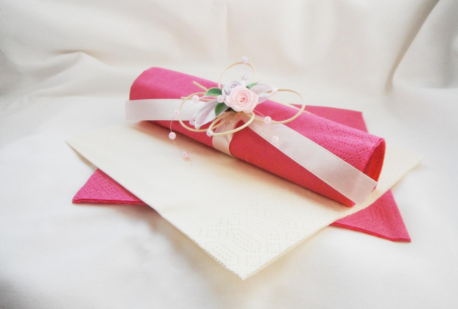 Sada k dekoraci svatebního stolu- malinová motýlí - Obrázek č. 3