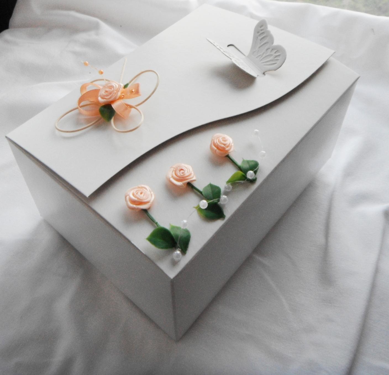 Krabička na výslužku- motýl a kytičky - Obrázek č. 1