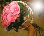 Svatební kytice růžové růže,