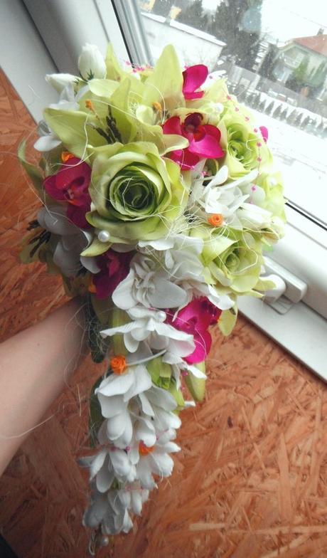 Svatební kytice- exotická převislá (umělá) - Obrázek č. 1