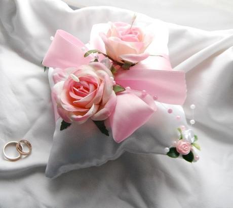 Polštářek na prstýnky - světle růžový- růžičkový - Obrázek č. 1