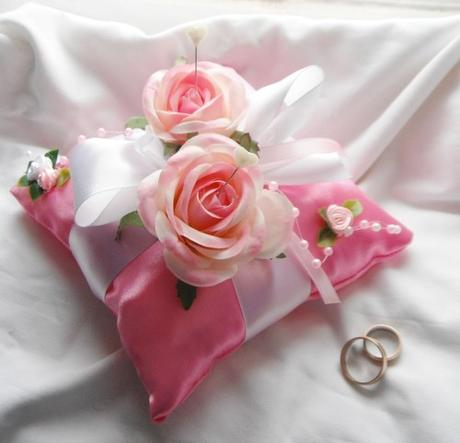 Polštářek na prstýnky - tmavě růžový- růžičkový - Obrázek č. 1