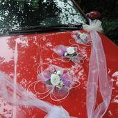 """Výzdoba svatebního auta- """"Bílé růže s fialovou"""","""