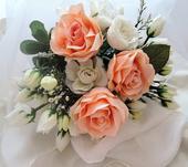 """svatební auto - """"Bílé a meruňkové růže """","""