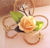 Dekorace na svatební auto - dřevěná růže s jutou,