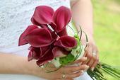 Svatební kytice- vínová elegance,