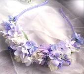 čelenka z látkových květů s levandulí,
