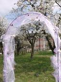 svatební slavobrána zdobená levandulová,