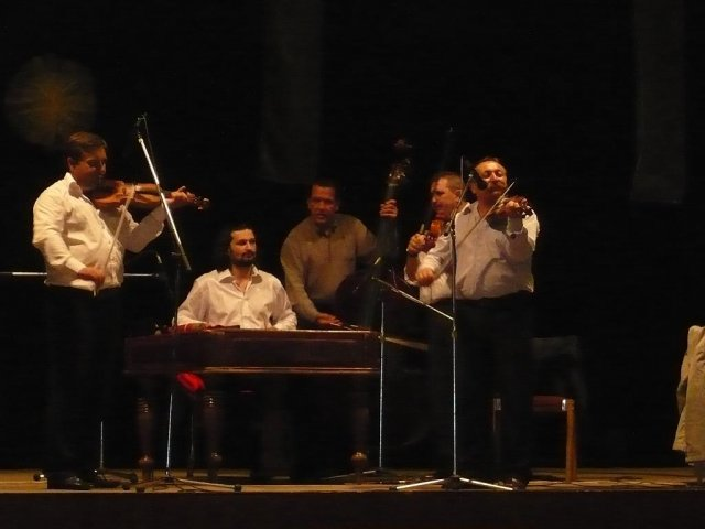 Topor Pál Judit{{_AND_}}Topor Ferenc - naša hudba - tí najlepší čo som len mohla dostať :-)