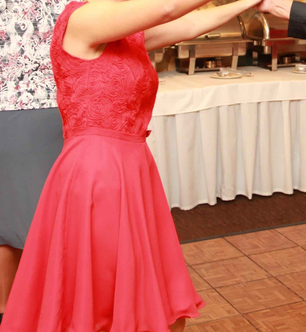 Červené šaty - Obrázok č. 2