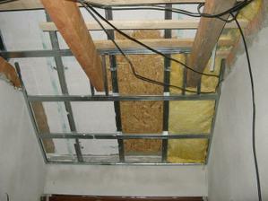 Zateplení střechy - 4. vrstva latexový nátěr a 5 vrstva 10 cm min. vaty a pak už jen sádroš