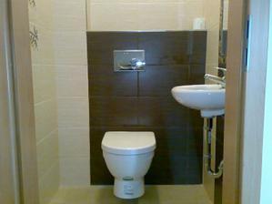 Samostatné WC z chodby.