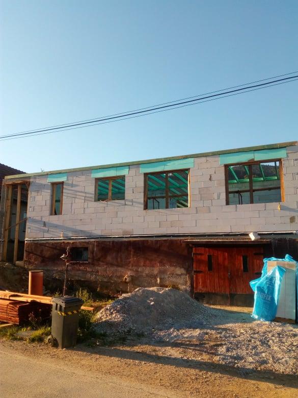 Naše nové bývanie - hrubá stavba z časti za nami
