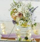 Kytičky na  svadobný stôl s jemne fialovou kombináciou