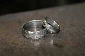 prsteny z damasteel. Vlastnoručně kované v Kovářství Kočí