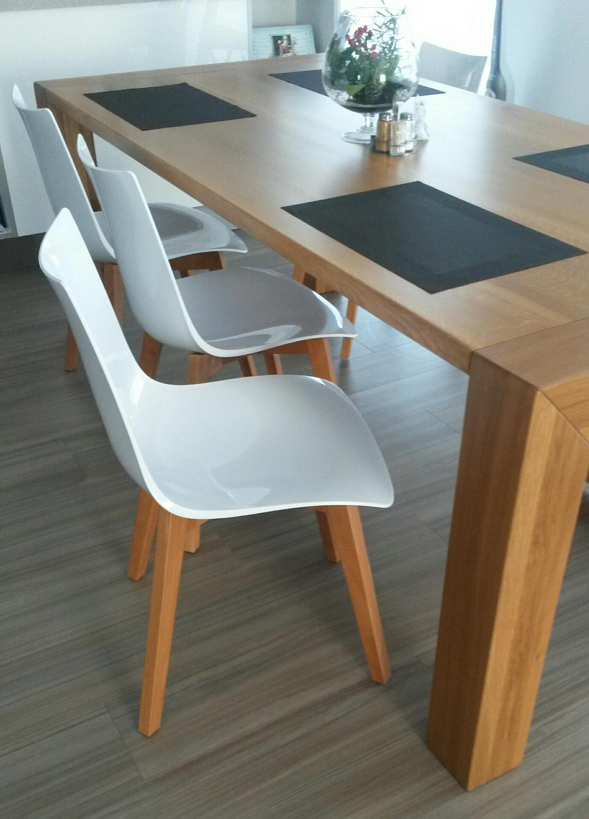 Kuchyně ....ta proklatá kuchyně :-) - Židle Scab_Natural Zebra_barva noh předělávaná truhlářem. S těmito židlemi jsme si užili samé trable, ale i tak jsem ráda, že je máme konečně tak jak jsme si vždy přáli.