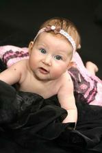 17.9.2010 se nám narodila holčička Viktorka:-) Stejné čísla jako datum naší svatby:-) Uměla si vybrat:-)
