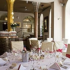 ..jsou autentické z již konaných svateb v dáném hotelu a nevim která vyhraje,ale asi ty kulatý stoly