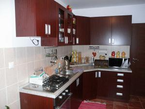kuchyna som velmi spokojna kuchyna nieje citliva na capky packy kedze mam dietatko... velmi dobra kvalita..
