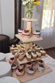 Dřevěný podnos na dortíky,