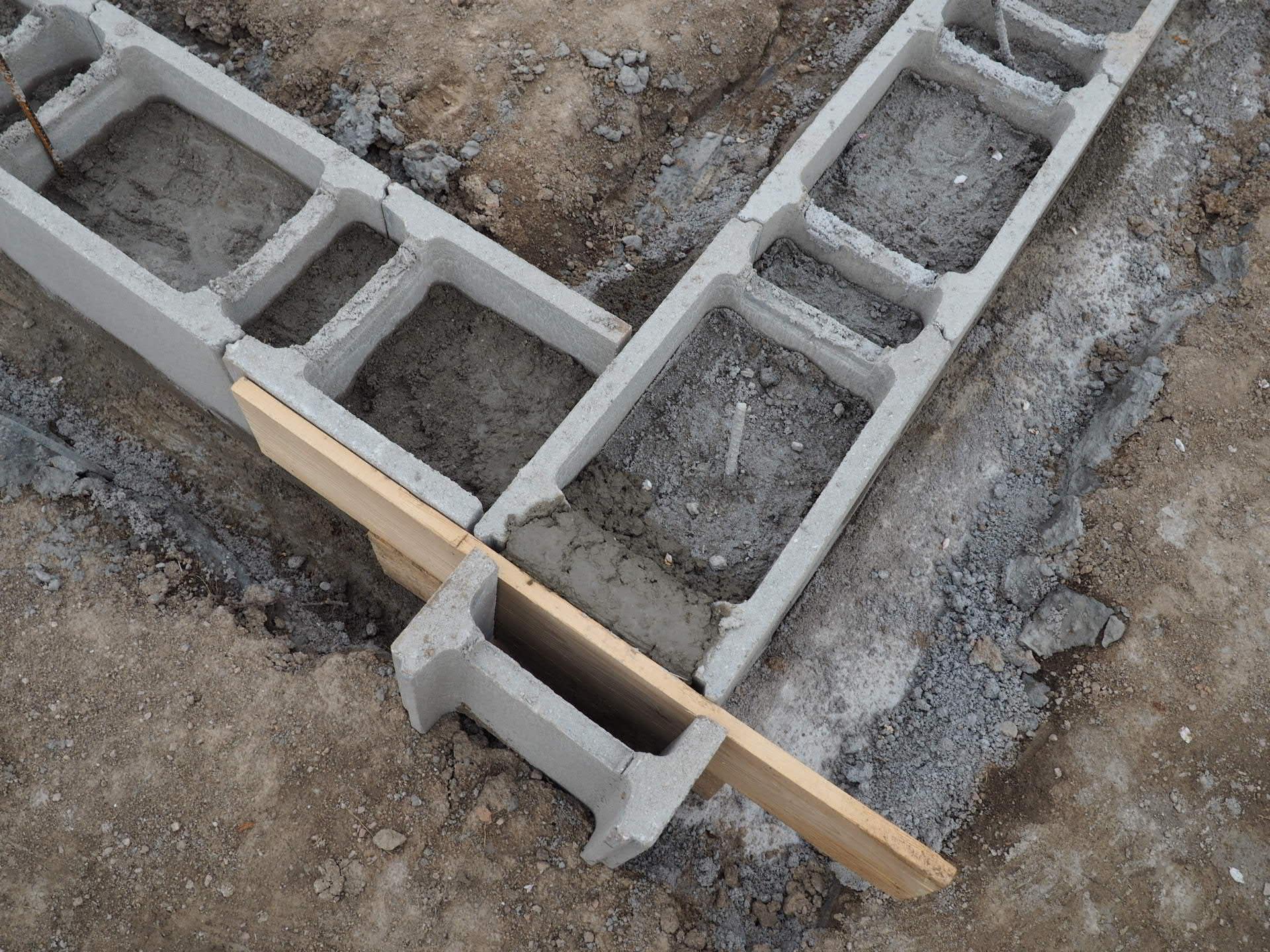 Dům do L - stavba 2020/2021 - 5.5.2020 Vylité bednění betonem