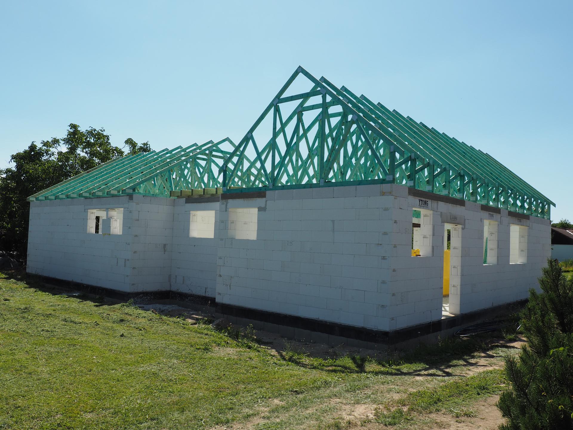 Dům do L - stavba 2020/2021 - 22.7.2020 Hotový krov